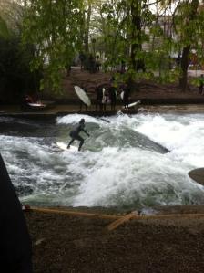 Surfer im englsichen Garten