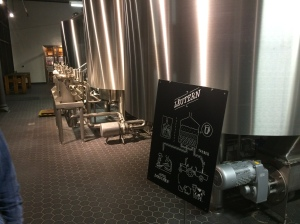 Dies kann man auch von außen sehr gut sehen, dort wird das Bier gebraut. Modern, nicht sehr groß aber schick anzusehen.