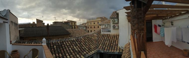 Der Blick von der kleinen Dachterrasse des Hauses